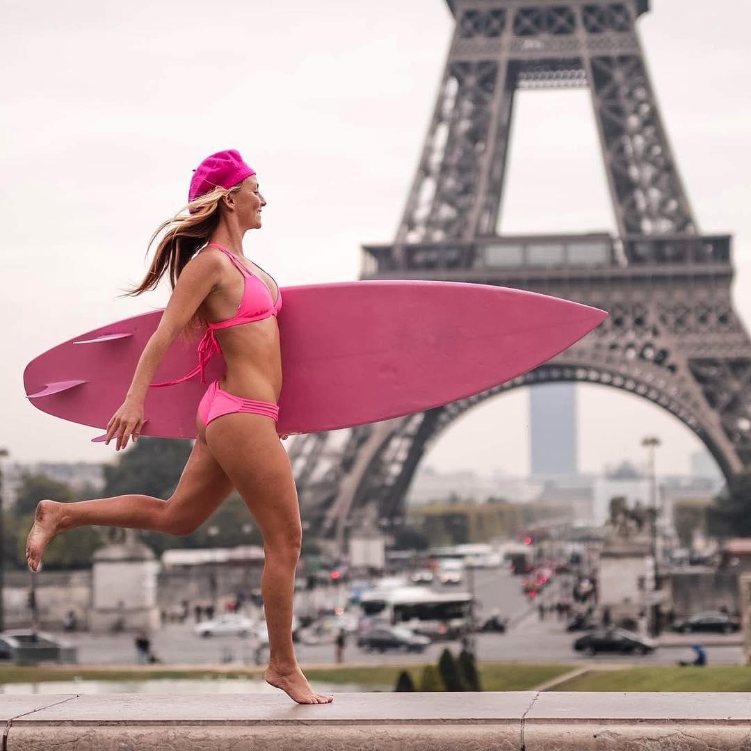On a chocolate croissant sugar high search for surf! Seine scouting! Bon voyage! #alisonsadventures #surfingparis #burrrrrr . .