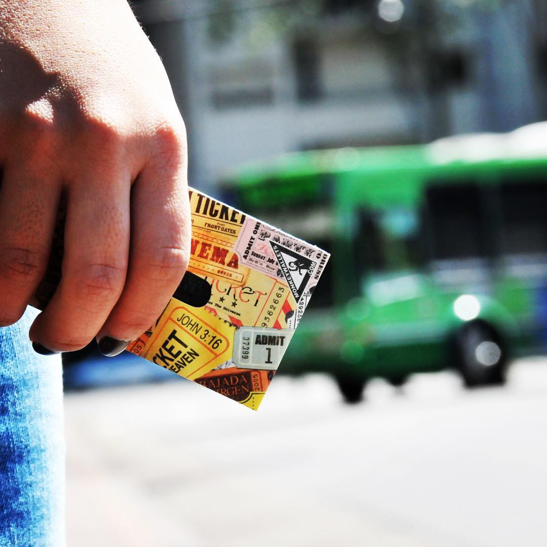 Ahora podes ponerle color a tu tarjeta Sube! Funda + stickers $80 Compra tu Card Kit en www.monkeywallets.com #tyvek #funda #monkeywallets #billeteras #bolsos #impermeables @monkeywallets