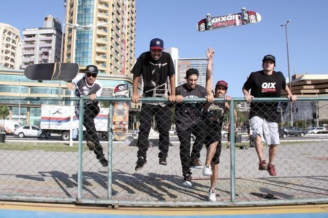 Não importa a idade. Curta a vida com a energia da juventude e a espontaneidade de uma criança. #qix #qixskate #skate #diadascriancas #skateboardminhavida
