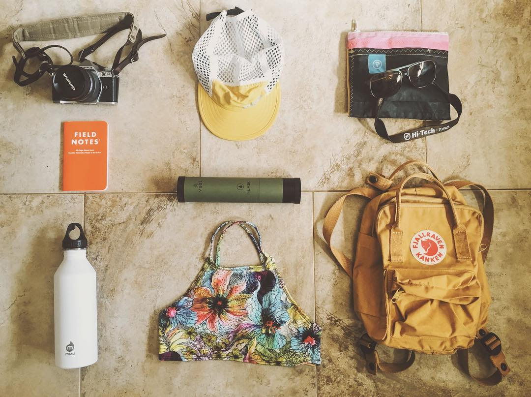 Travel Tuesday! What are your #travelessentials ? Pictured here is @saltkissed's grab bag