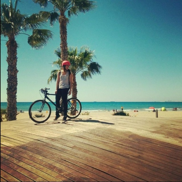 Happy Sunday! @sonsomasia takes a moment to soak in this #amazing beach in Spain #bike #spain #travel #adventure #xshelmets