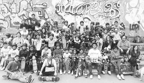 Hay equipazo! #talleresdeslizate . . . . . #deslizate #skate #skateboarding #kids #workshop #alltogether #longboard #happiness