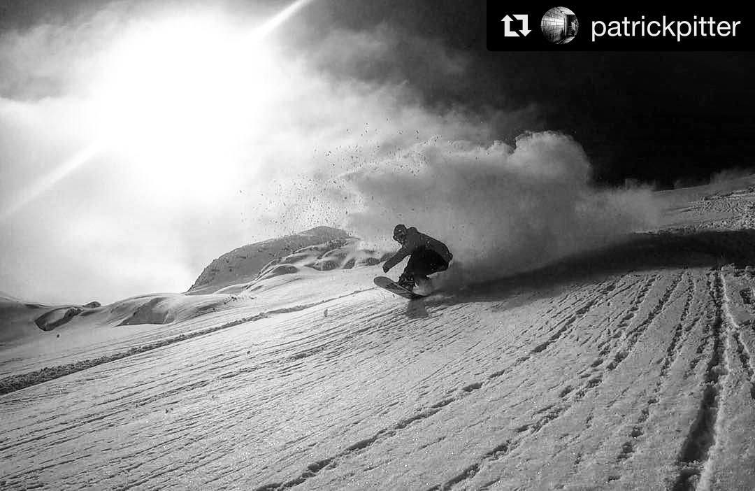 Season has begun in Austria!#Repost @patrickpitter #gameon #thriveaustria #snowboarding #powderday