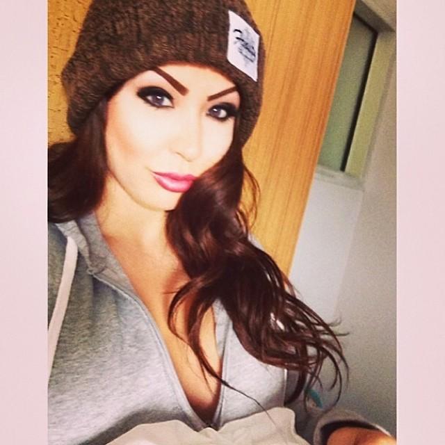 @zamora_jay_xo rockin the brown Pom Pom beanie❄️get yours through www.frostyheadwear.com❄️#frostyheadwear #beanie