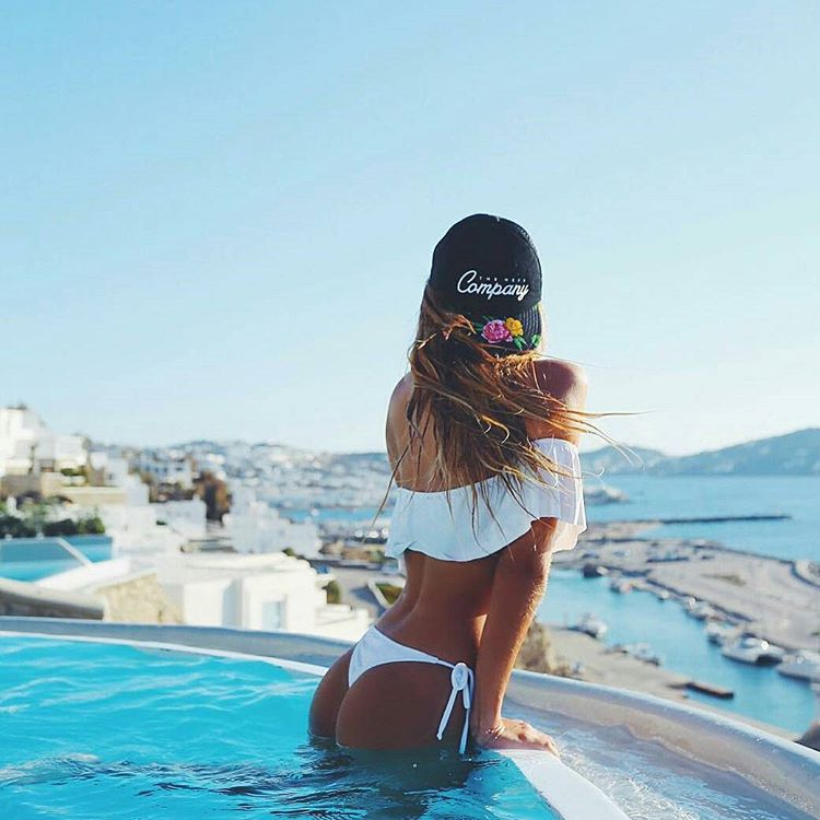 @tupisaravia en Mykonos con gorra #neffargentina