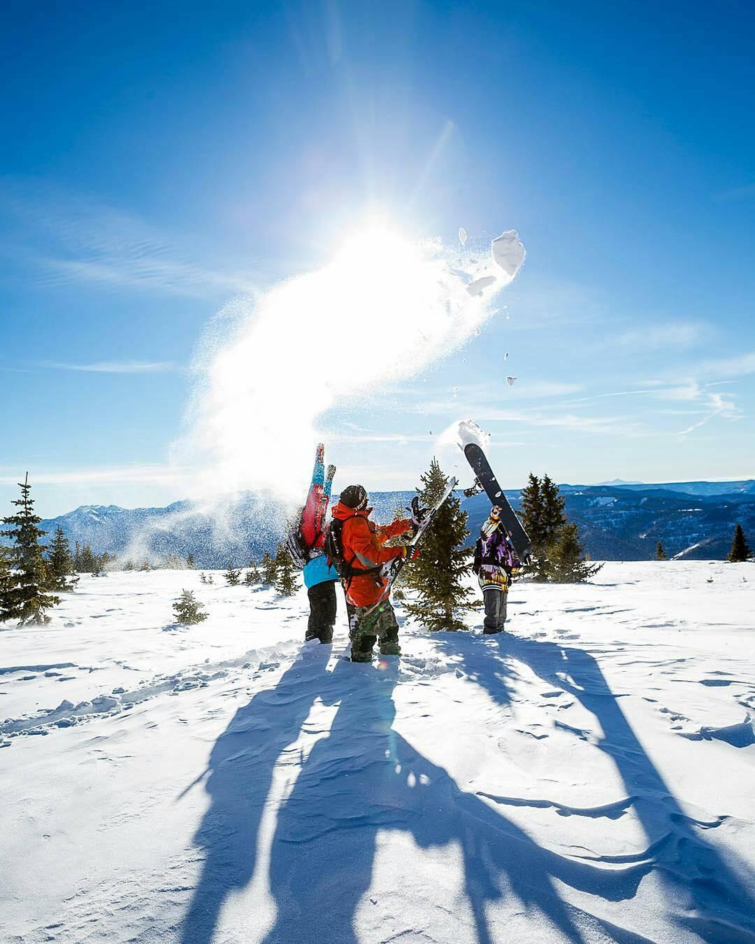 Despidiendo a la nieve con amigos. #neffsnow @prof_daggs #neffargentina #foreverfun