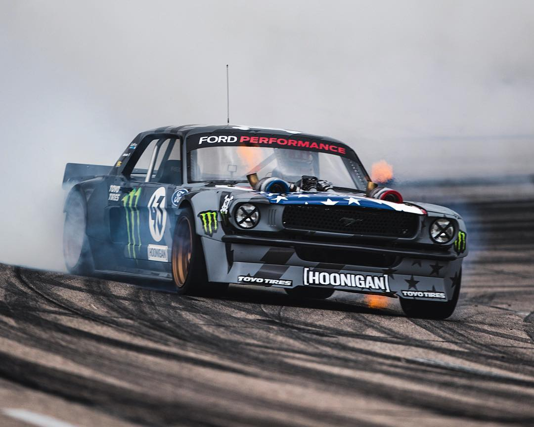 In case you were wondering, yes the Hoonicorn V2 shoots fire in action - in places that would surprise you. #hoonicornv2 #hoonicornboostedonmeth