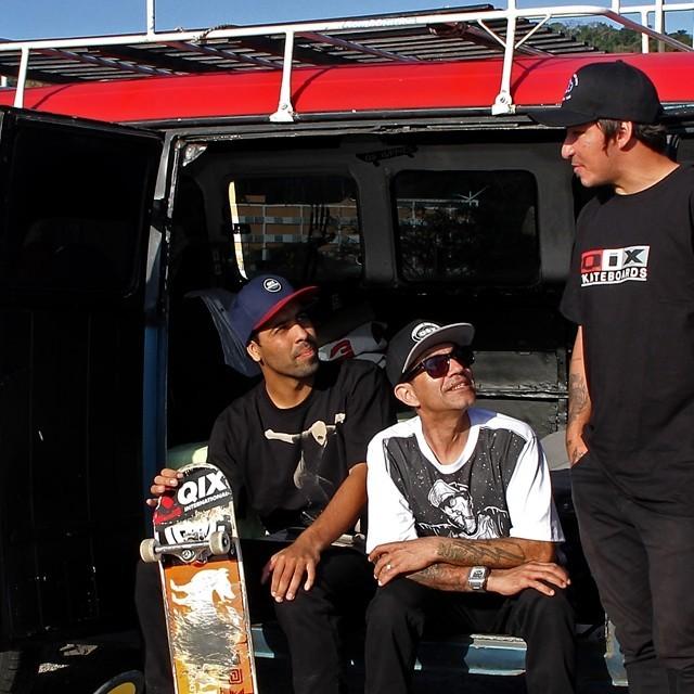 Skatistas e logos antigos estampam verão 17 da QIX. #qix #qixskate #skateboardminhavida #skate