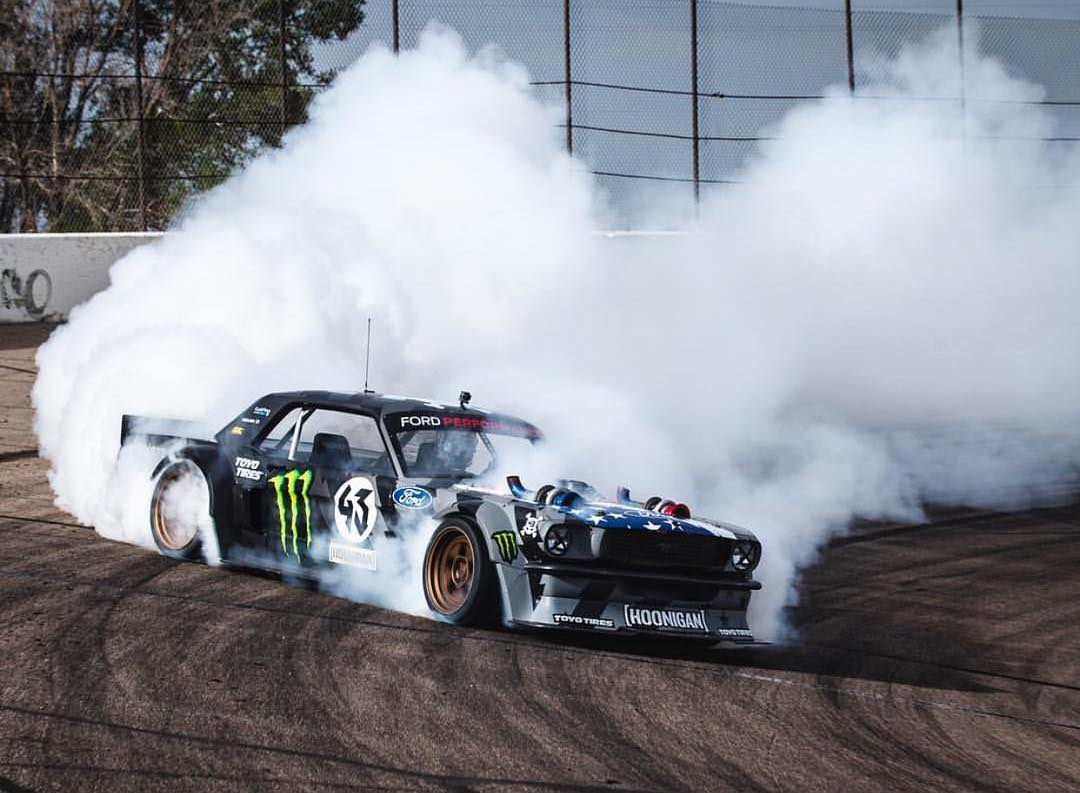 We should probably show you this thing in action soon, huh? The amount of smoke is just stupid. #tireslayer #hoonicornv2 #hoonicornboostedonmeth
