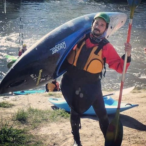 Kayakeando en el Río Quequén @emiliano_1976 #kayak #kayaking #kayakers #river #actionsports #kayaktrip #kayaklife #goexplore #quequen