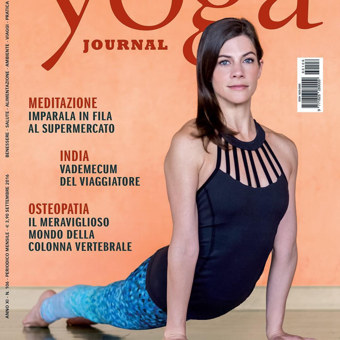AMIAMO I'TALIA | WE LOVE ITALY Check out the cover of @yogajournalitalia with OKIINO Ambassador @lauraburkhartyoga & check out Laura Burkhart teaching in Milan this weekend at @casayogamilano @yogafestival_italia | OKIINO leggings are made from the...