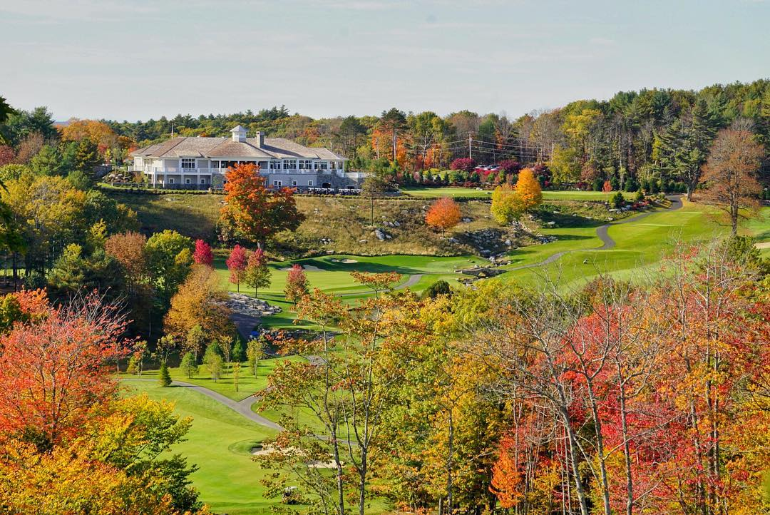There's no place I would rather be golfing then at the @boothbay_harbor_country_club and this picture should explain every reason why! #maine #golfmaine #countryclublife #sonya6000 #fallpics #golf #titleist