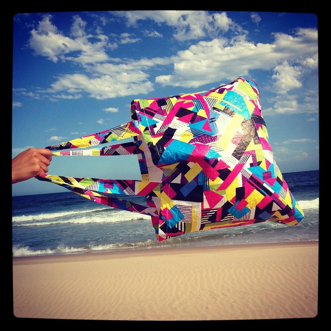 Bolsas de Tyvek para la playa. Súper resistentes como las #billeteras #monkeywallets #verano #2017 Podes conseguirlas en www.monkeywallets.com