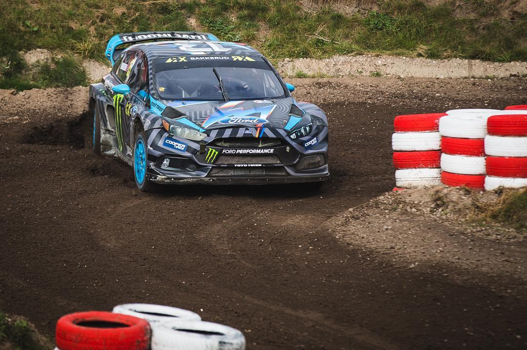 Props to @andreasbakkerud for taking the heat win in Q4 at #EsteringRX @fiaworldrx. Both Hoonigan Racing Division Focus RS RXs are into the Semis with HHIC @kblock43 coming in P2 in his Q4 heat. Photo: @roncar #FordRallyX #FocusRSRX