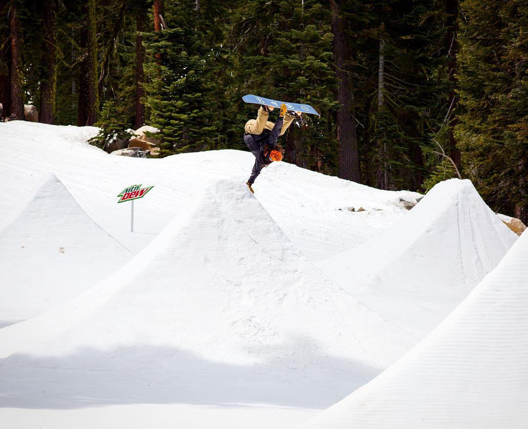Our World of ❌ Games #DewSuperSnake Show is coming up at 2 pm ET/1 pm PT on ABC!