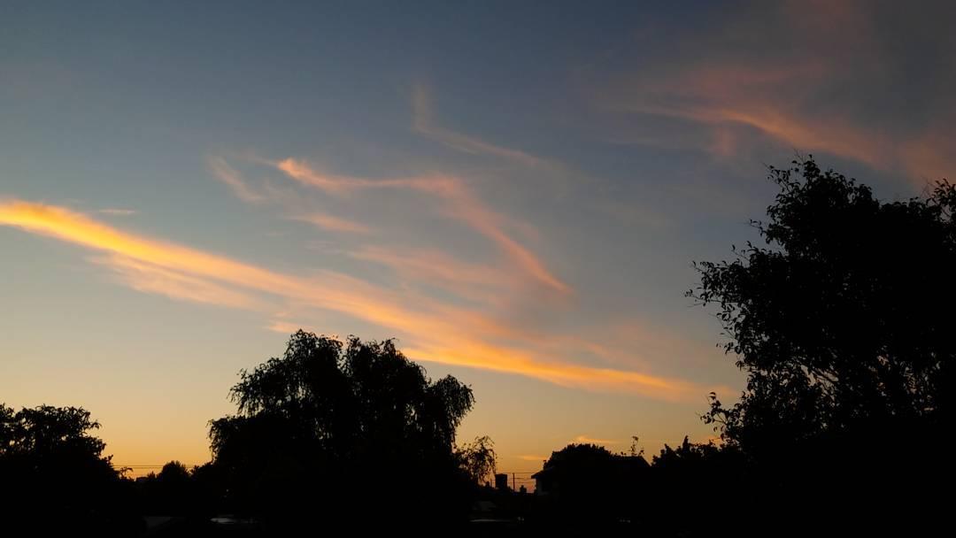 Pinceladas en el cielo. #cielo #sky #nubes #clouds #nubosidadvariable #atardecer #sunsets #tramonto #chaudomingo