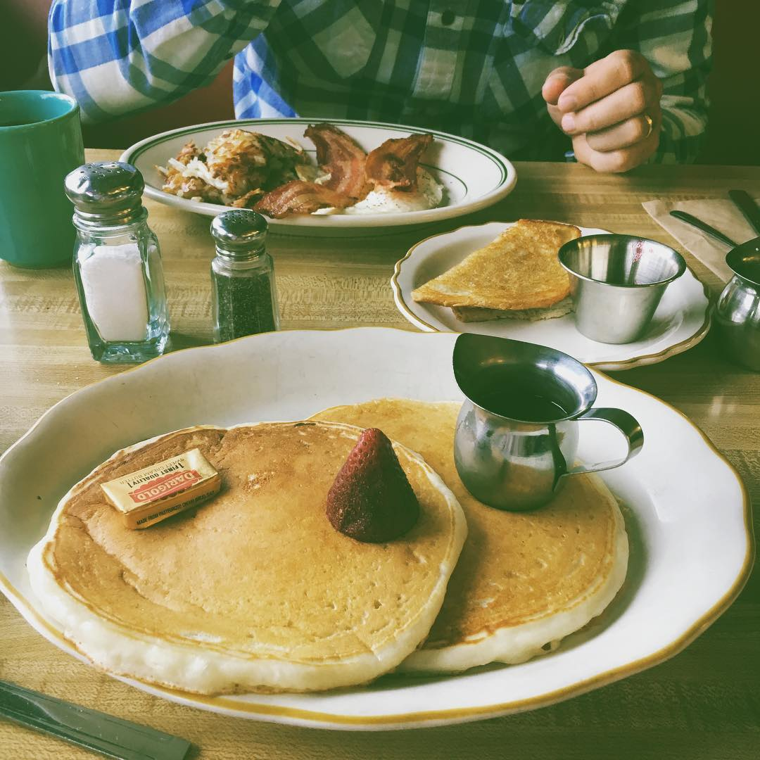 Today was breakfast Sunday. Sometimes it's important to just hit the diner hard. In the studio for the rest of the day:) #pancakes #strawberries and #bluebottle #coffee #sundaybreakfast #hubby #flannel #lumberjack
