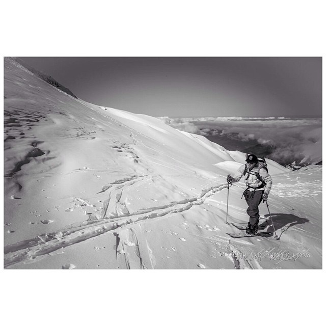 Climbing Mt.Baker. Get out and adventure. Photo: Michael Dyrland #disidual #explore #mtbaker #jonessnowboards #karakoram www.disidual.com