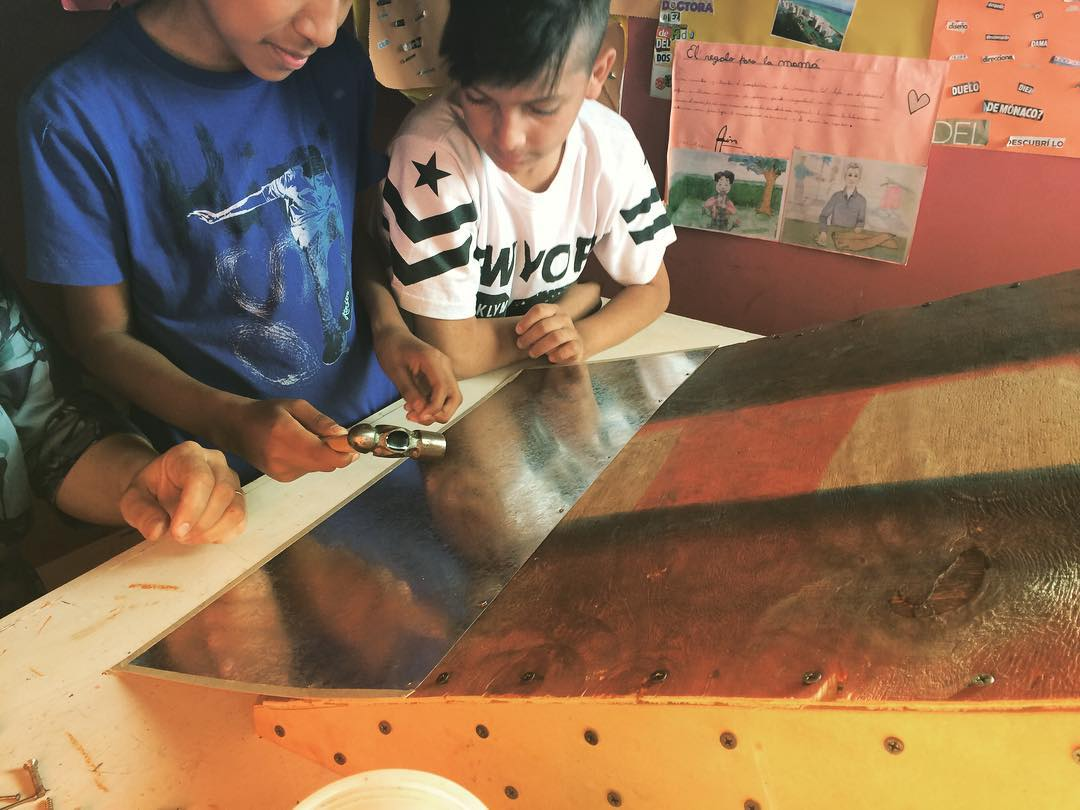 Armando nuestras propias rampas! #tallerdeslizate #lacava . . . . . #skate #rampa #ramp #kids #skateramp #handmade #susteinable #socialinnovation #kids #workshop #empowerment