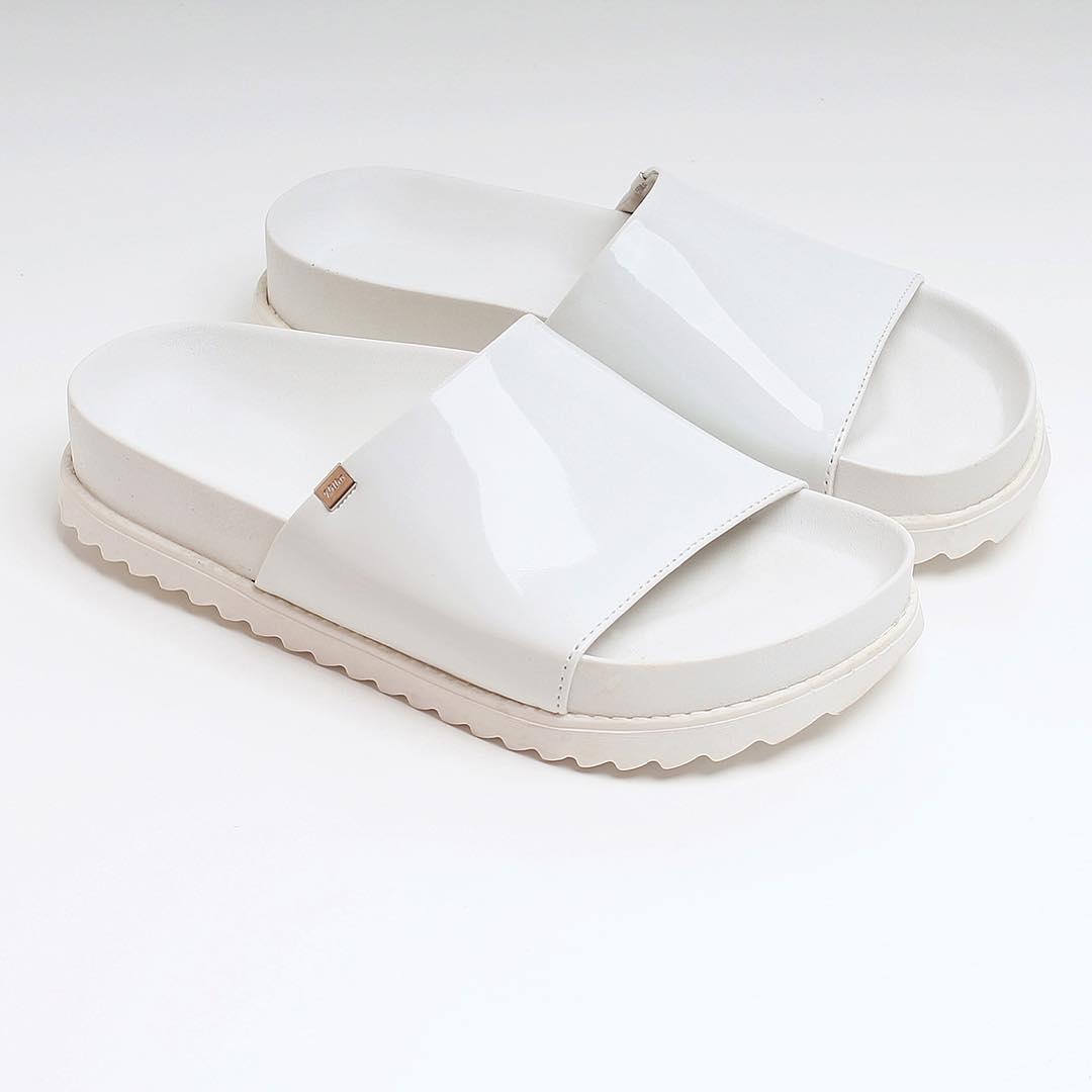 S U M M E R  2 0 1 7 ☀️️ Total White para los días de calor! Un infaltable para el guardarropas. Las podes combinar con con todo! #milha #milhasoho #totalwhite #basico #outfit #f4f #sandalias #moda