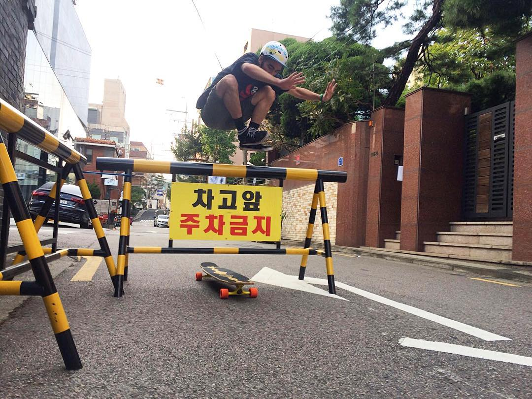 Nothing stands in the way of @danielsamsagaz. He is on tour with the @riding_adventures crew hopping through towns making his rounds in South Korea.