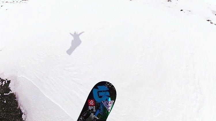 Volando alto con Tomi Orol y @burtonargentina