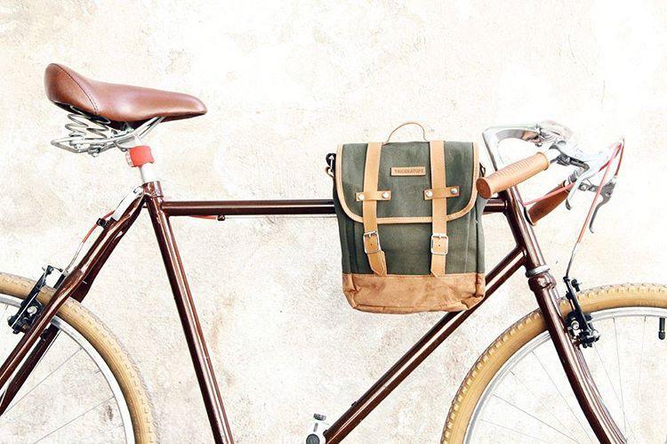 Nuestro bolso Handlebar, es morral y perfecto para bici