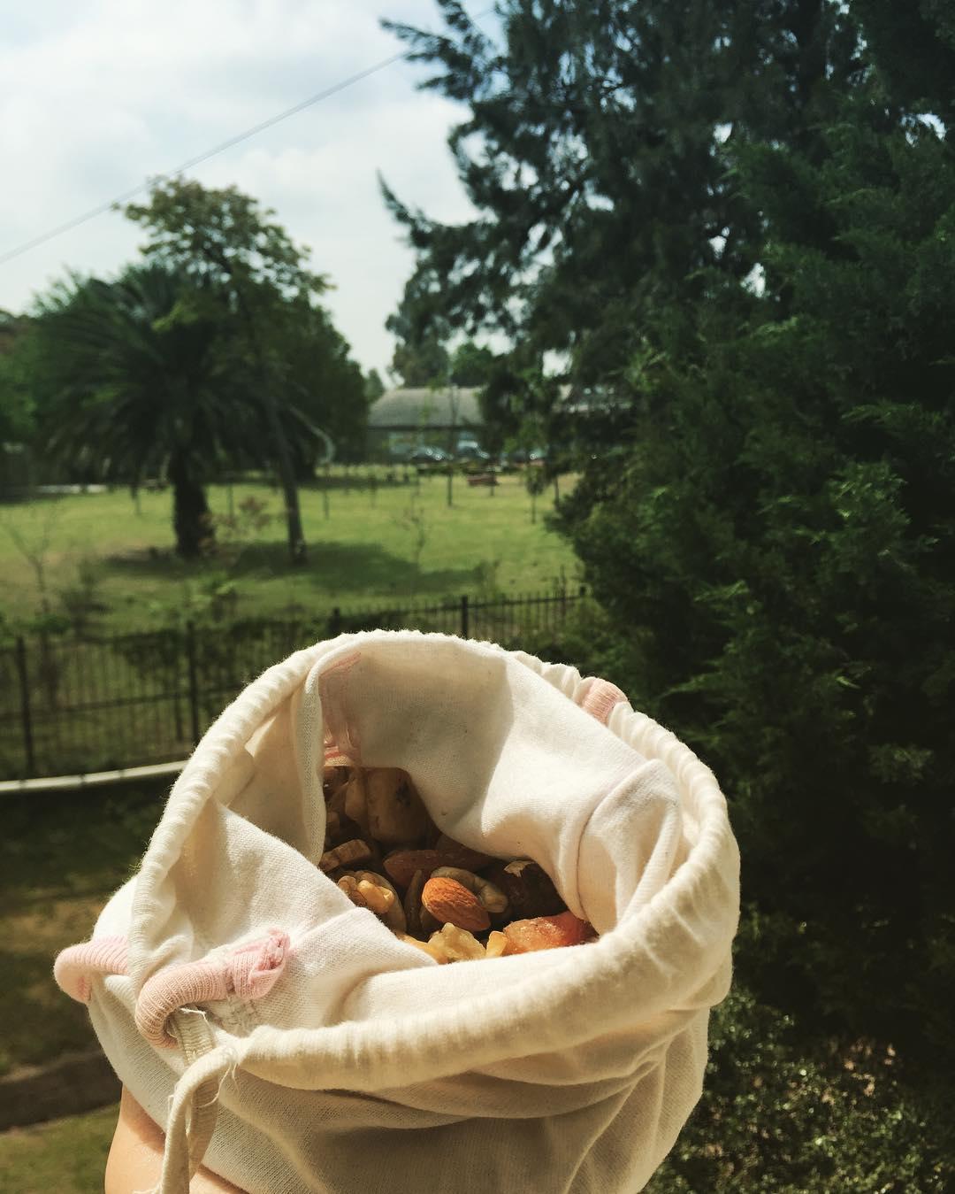 Fact#2: Podes comprar comida suelta y ponerlas en bolsitas de algodón en vez de usar bolsas plásticas. Sirve para: frutas, verduras, frutos secos, dátiles, harinas, cereales, legumbres, semillas, condimentos, vianda para alimentos preparados...