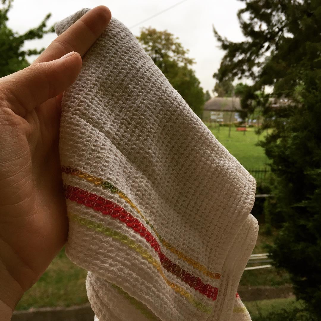 Fact#1: es más simple llevar una pequeña servilleta de algodón (a.k.a repasador, toalla, trapo) que usar: pañuelos descartables, papel para secarse las manos, papel para secar algo que se te chorreo, servilletas de papel, etc. #Zerowaste yep, I'm doing...