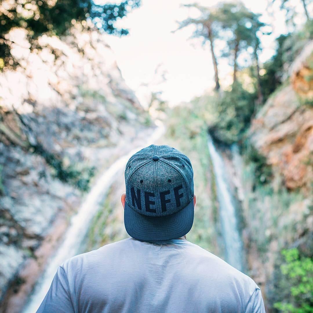 Siempre en búsqueda de nuevas aventuras.  @neffheadwear  #neffargentina #foreverfun