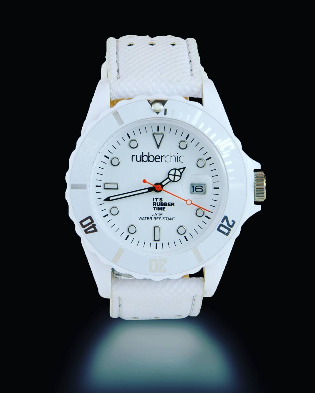 El estilo de tu Basic Leather White te acompaña toda la semana.  Conocelo en nuestro Shop online