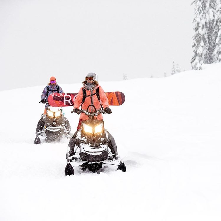 Adventure bound with @robinvangyn and @torahbright in Whistler B.C #ROXYsnow