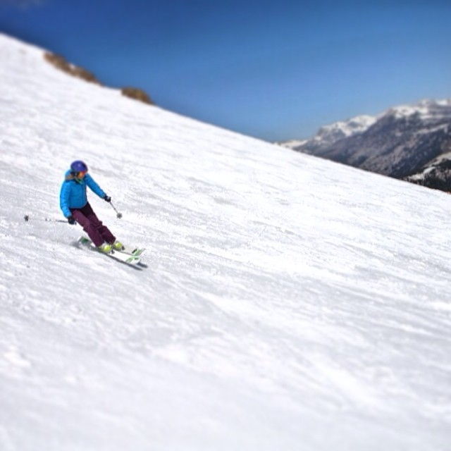 Only seven #ski #resorts are still open in the US and @mammothmountain is one of them. Lucky us to live so close! #mammoth #mammothstories #sisterhoodofshred #skiing #snowboarding