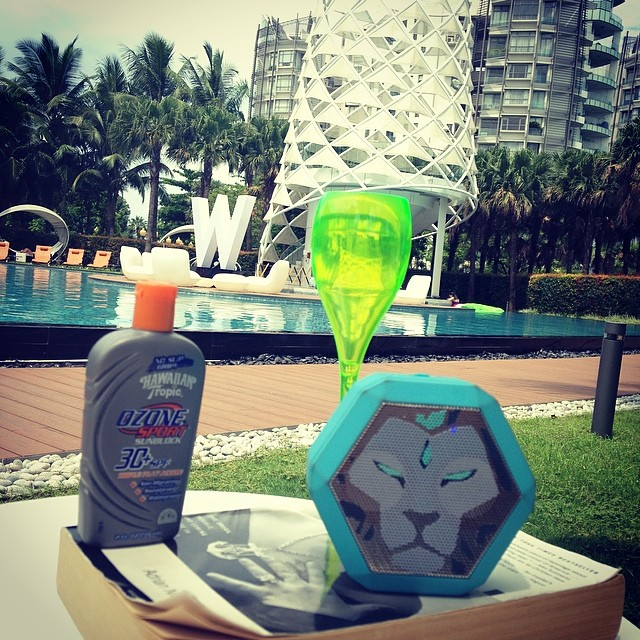 'Bout this #poolside life #boombotix #singapore #veuve
