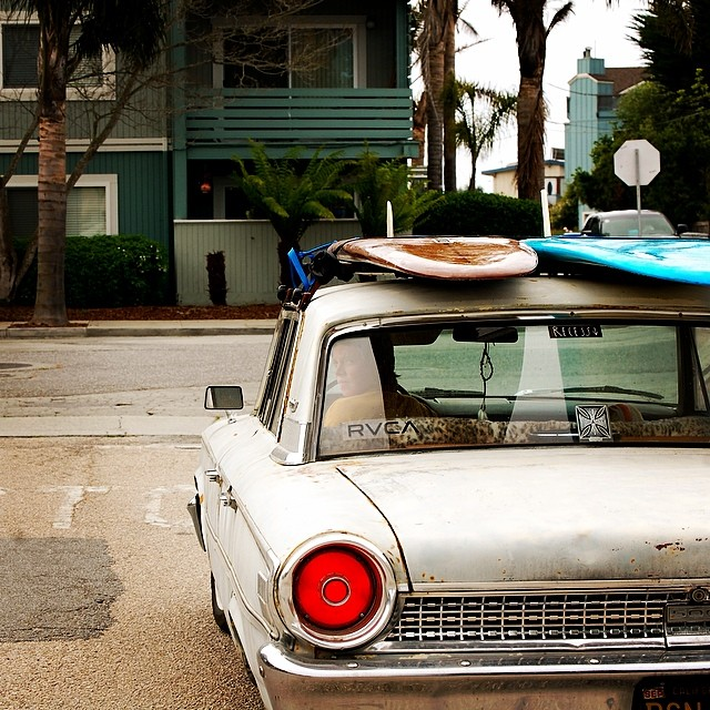 ~Rusty cars and waves~ @sanderborgeson @olinrecess  PC @jeremyborgeson #HotlineWetsuits #SantaCruz #ClassicCars #Waves #Local