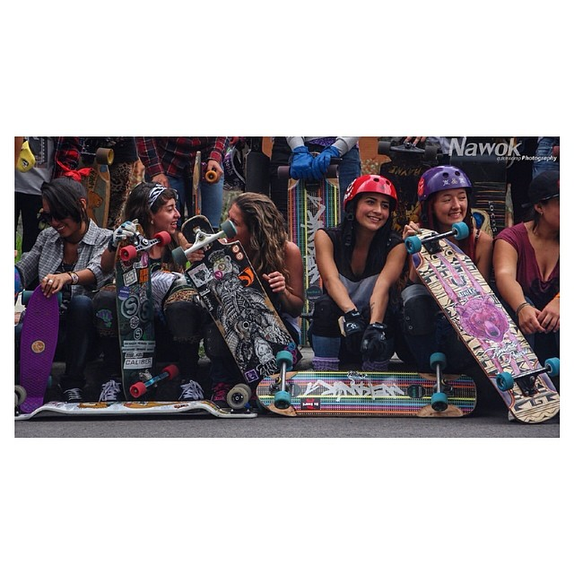 Go to www.longboardgirlscrew.com and check the newly released video of the sliding clinic for girls #longboardgirlscrew #colombia held in #Bogota last week. Rad video & fun pictures.. The level is rising! Nawok photo.