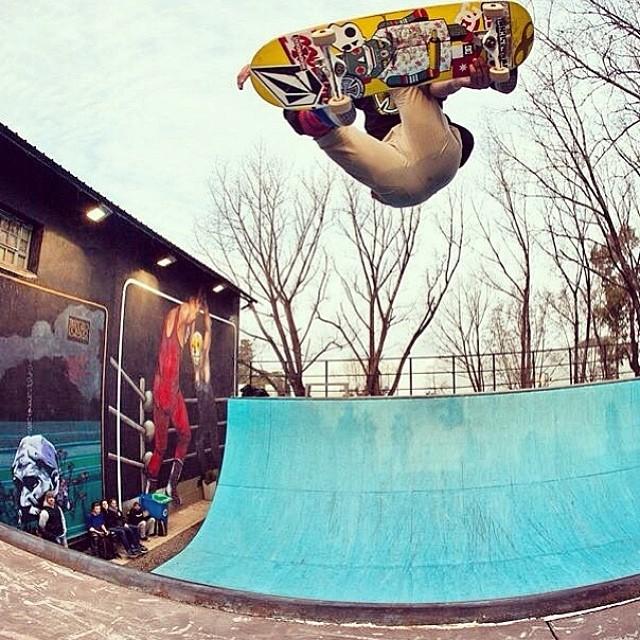 FS air #tecnopolis @sandromoral Buen día! #Volcom #skate #SandroMoral