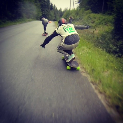 @mikefitter holding on and riding the grass during the semi-finals at Jakes Rash yesterday. GoPro footage from @apiihaia right before he flew into the ditch.  #DH6 #ridetheline #wet #racing #jakesrash @coastlongboarding