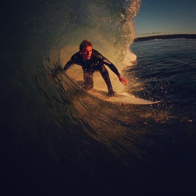 Lindo tubo metió @julianiturralde en el sur argentino #teamvans #surfvans Más fotos en www.facebook.com/vans.arg Ph. Alejo López