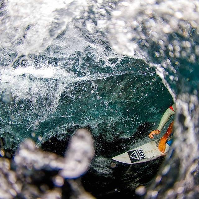 Nos vamos con Eugenio Barceloni dentro de las olas de Bali. #soul #surfing #waves #weekend #reefargentina