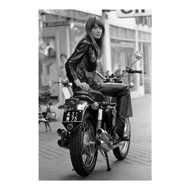 Motorbike Monday - iconic French actress/singer Francois Hardy a la 1969 // Le temps de l'amour #thetimeoflove #Honda #motorbikemonday