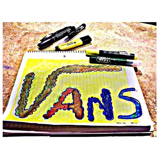 @maxiroco123 volvía del colegio, vio un graffiti, se inspiró y nos mandó este dibujo. Groso. #artevans #culturavans