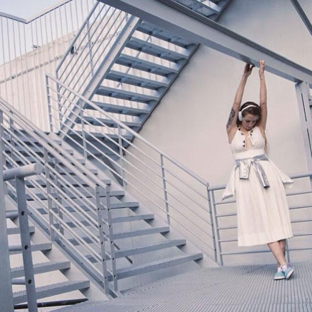 Ya está en marcha el concurso #LivingOffTheWall de hoy vía Twitter ! La temática es #Moda y premiaremos con un buzo a aquella persona que logre reflejar de la mejor manera el concepto Off The Wall a través de una foto o un video (Instagram/Vine)....