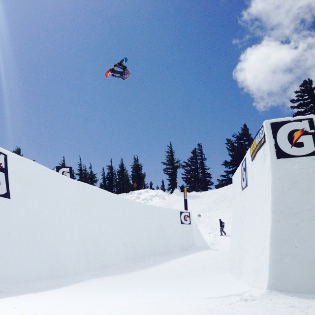 Flux rider @mikeegray  sending it at superpark several weeks back. #superpark18 @snowboardermag