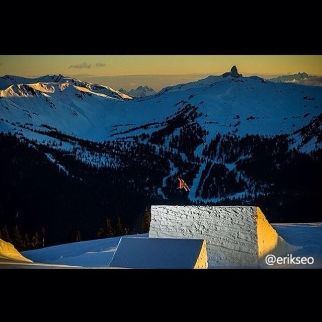 Team Rider @stylesnpm in Whistler last spring with @level1. Photo: @erikseo