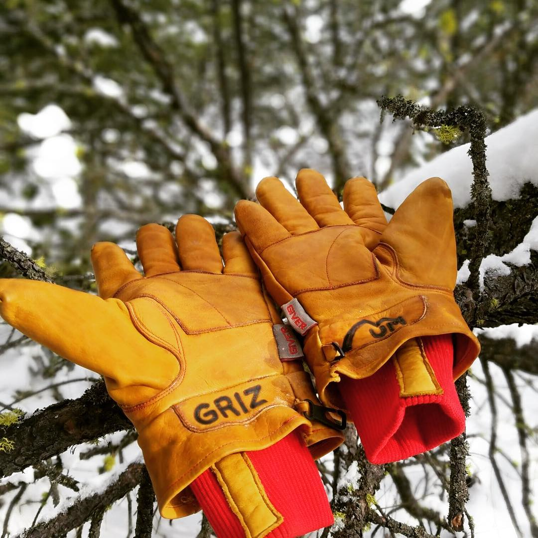 Thanks @cnphelan for the great picture!  Putting his Give'r 4-Seasons Gloves to good use!! #gloves4life #giverjh #powdermagazine #biglifemag #outdoormagazine