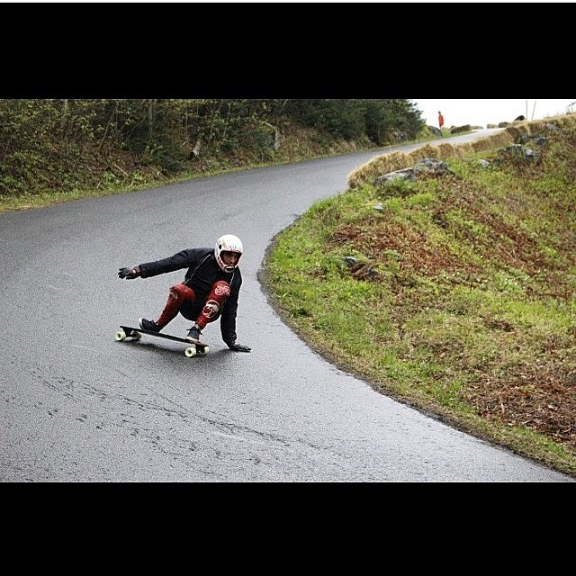 @tyler_howell_sb surfing wet corners #staysteez #keepitholesom