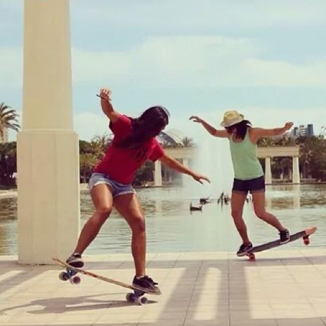 Both  Cindy Zhou @cindyzskates & Neena Schueller @neena405 from Longboard Girls Crew USA are visiting Spain doing their thing. Love and mad respect for both. #longboardgirlscrew #girlswhoshred.