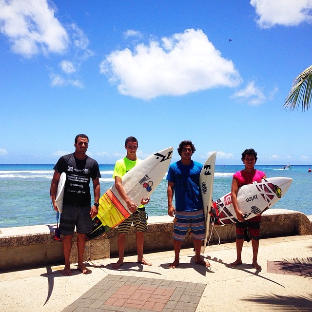 The men's short board division just started for the Hawaii Surfing Championships! If you're not here at Kewalos right now, go to hawaiisurfingchampionship.com/live to watch the event online! #hawaiisurfingchampionship