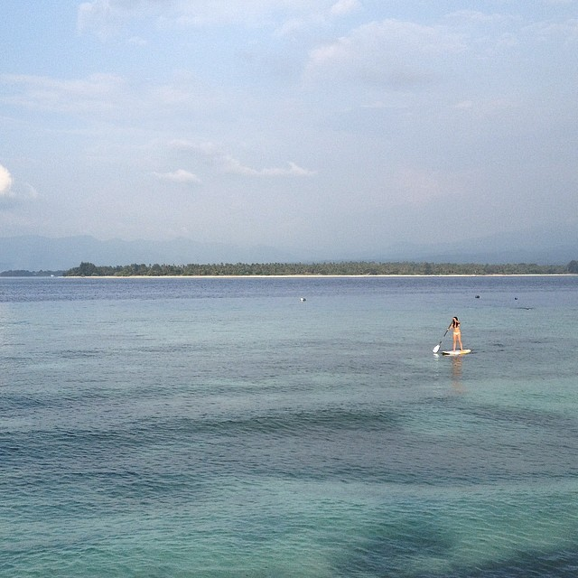 Cristi getting her paddle on around the #giliair reef #paradise #sup #standuppaddleboard #wanderlust #travel #lombok #indo #islandlife #exploremore